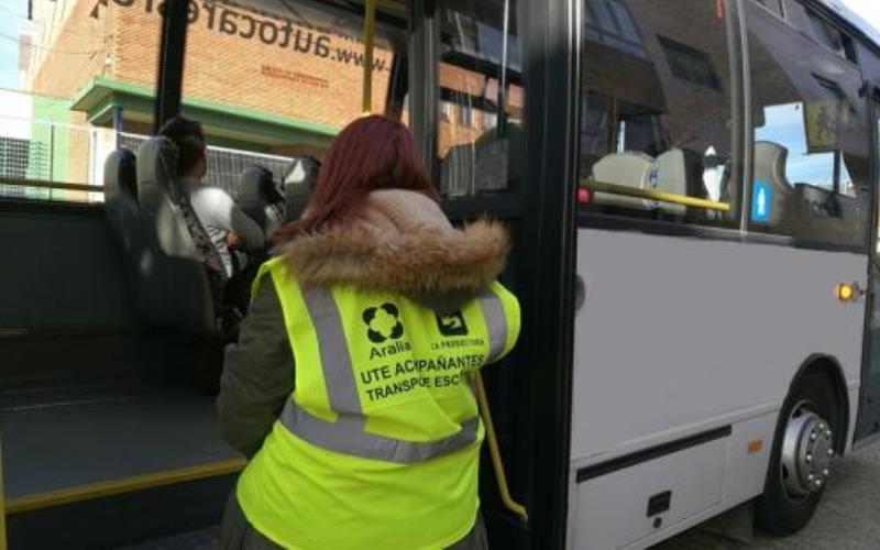 monitor de transporte escolar siempre encuentra empleo
