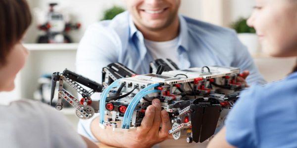 Monitor de Robótica Paso a paso de una clase de robótica básica y hoja de actividades II